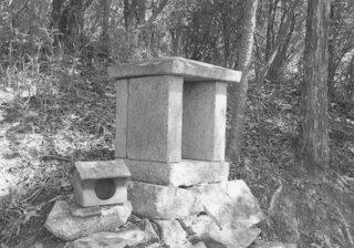 龍王宮(瓦社)と鍋森神社(石造社)